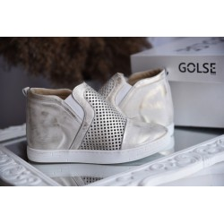 Złote ażurowe sneakersy na koturnie